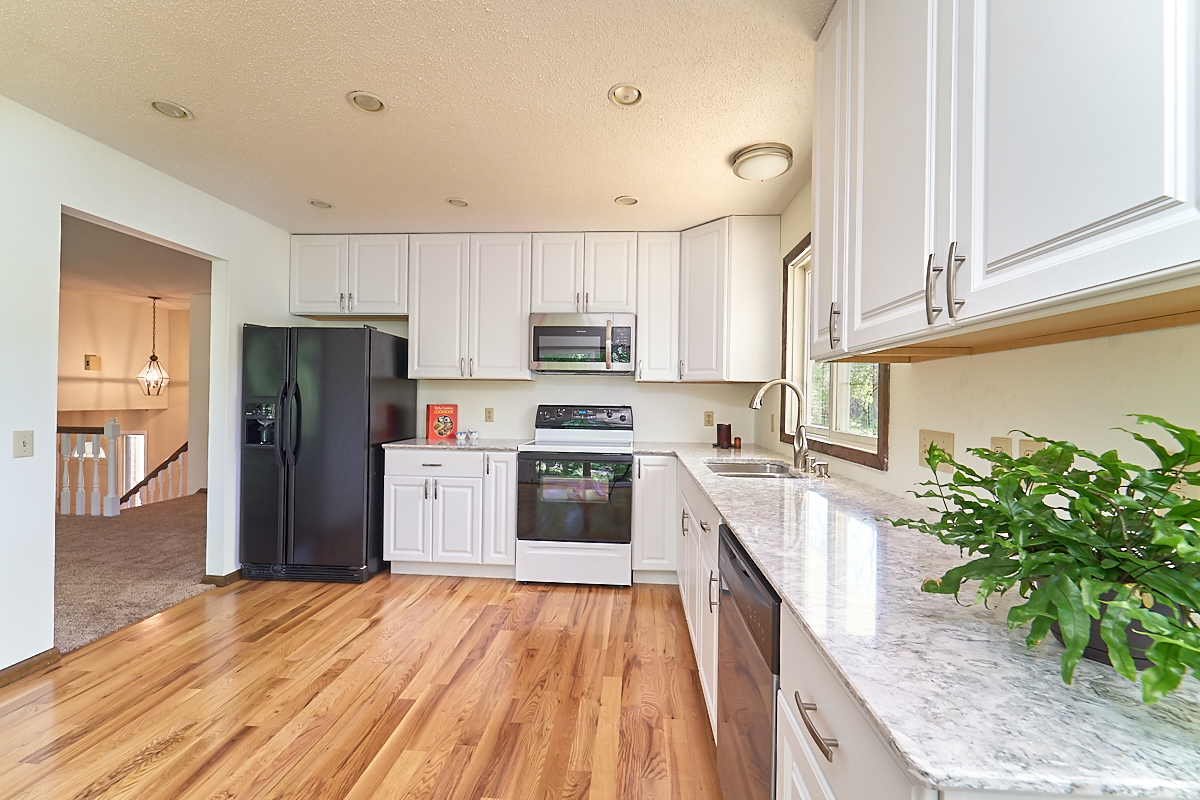 17211-davenport-street-ham-lake-kitchen 3.jpg