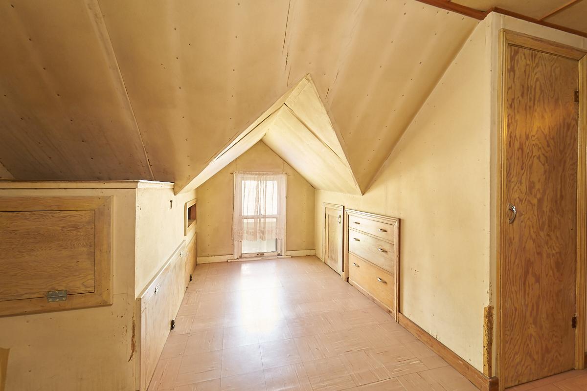 1482-concordia-avenue-stpaul-mn-upstairs-room3.jpg