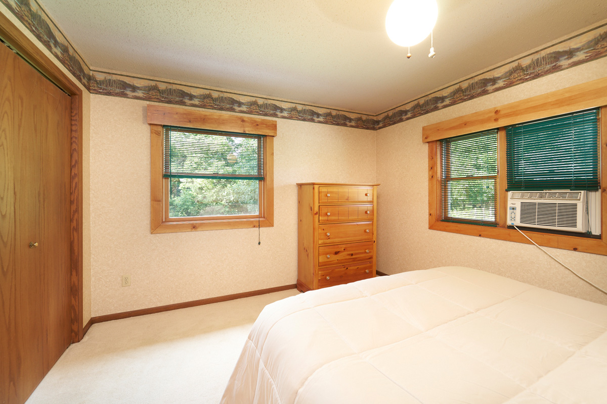 28431-jeffery-avenue-chisago-city-mn-bedroom.jpg