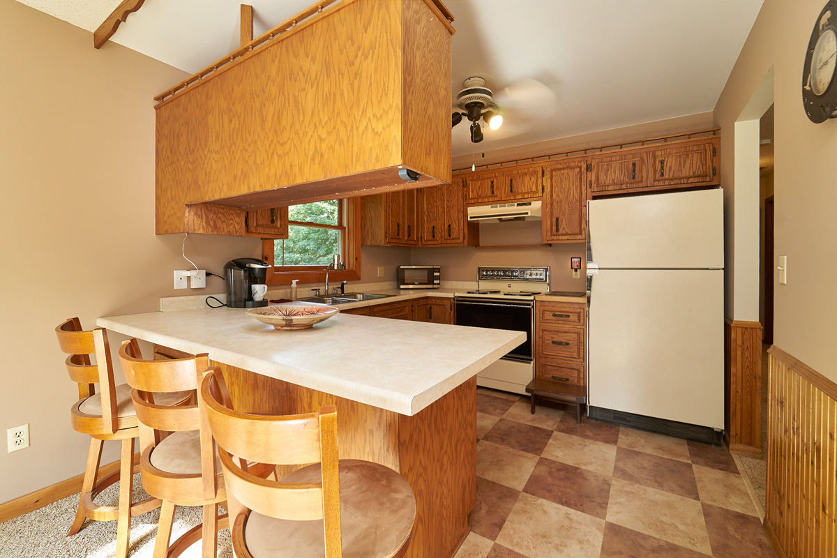 28431-jeffery-avenue-chisago-city-mn-eat-in-kitchen.jpg