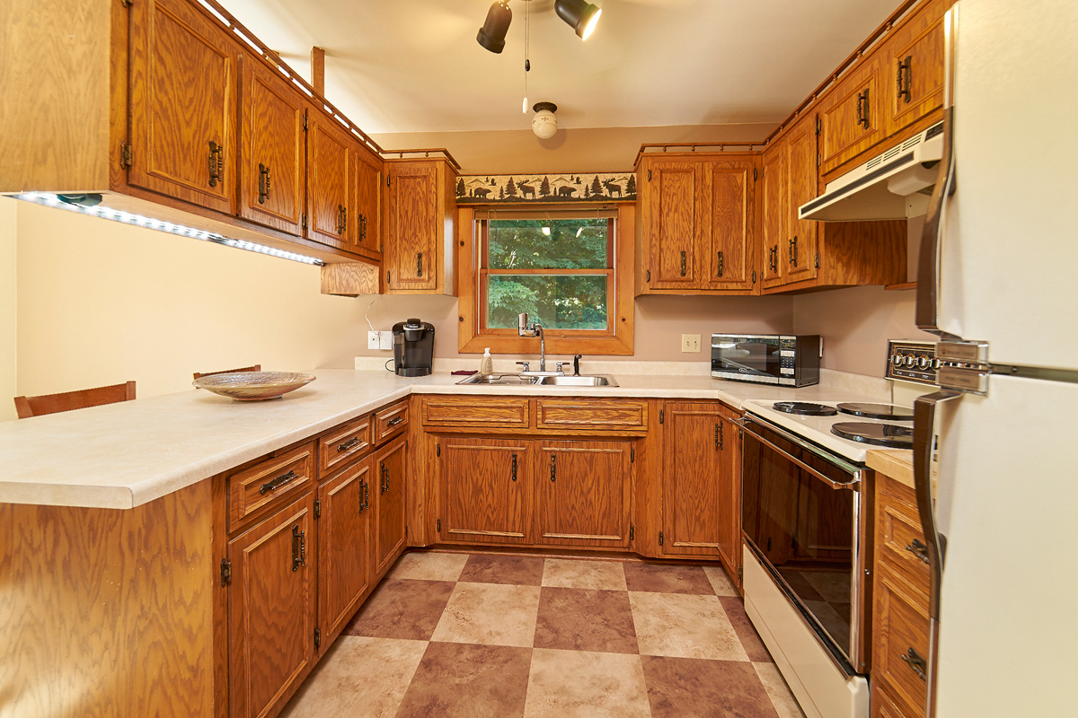 28431-jeffery-avenue-chisago-city-mn-kitchen.jpg