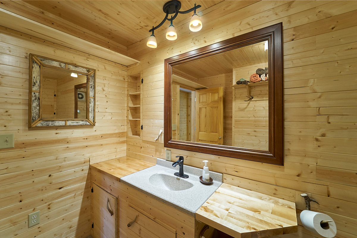 28431-jeffery-avenue-chisago-city-mn-ll-bathroom2.jpg