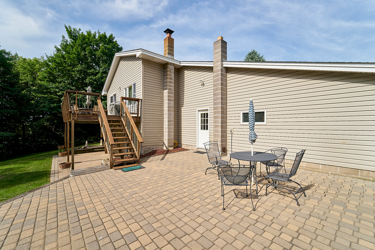 28431-jeffery-avenue-chisago-city-mn-patio.jpg