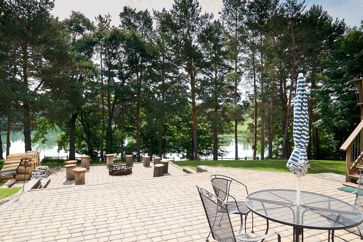 28431-jeffery-avenue-chisago-city-mn-patio3.jpg