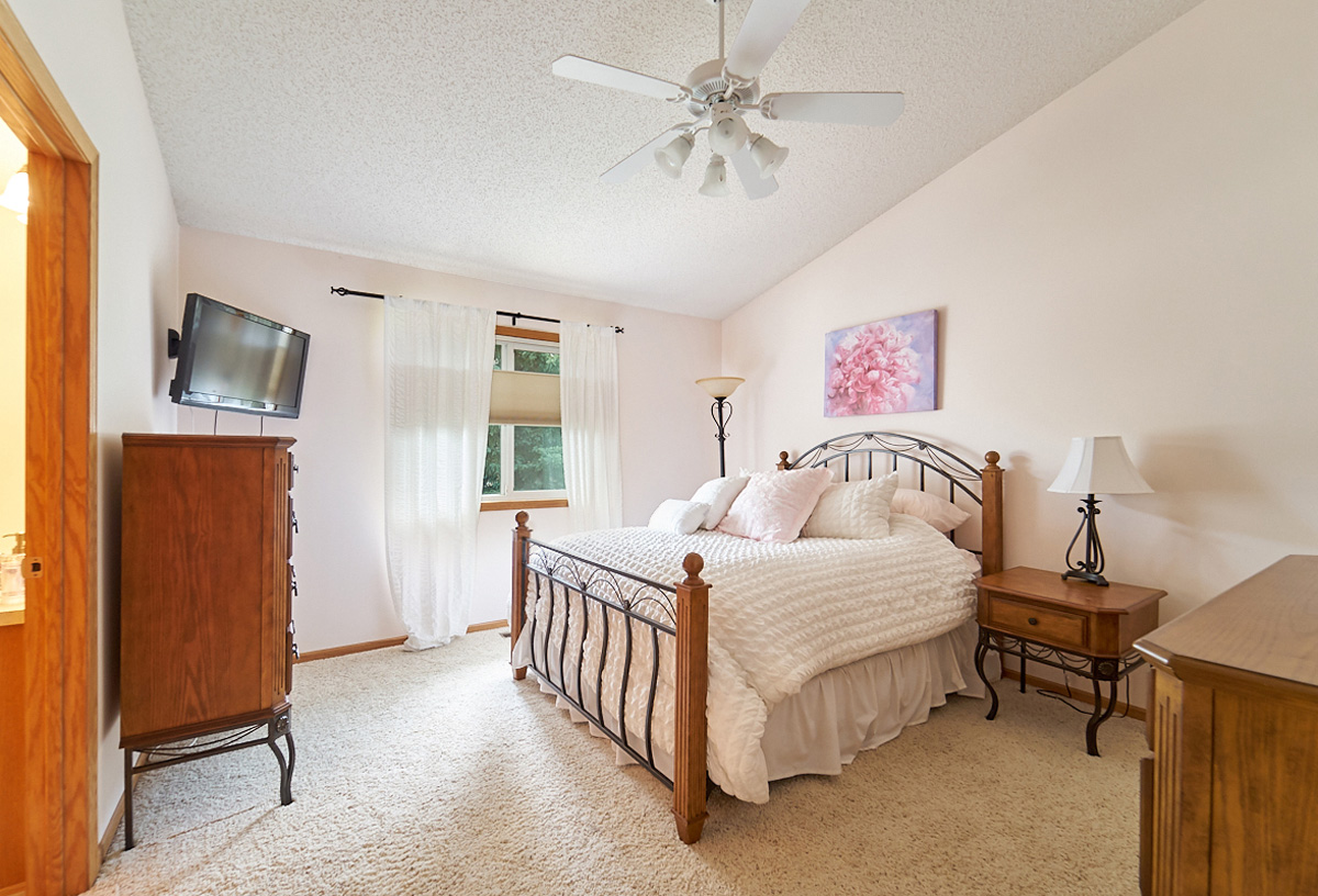 12597-thrush-street-nw-coon-rapids-mn-1 bedroom.jpg