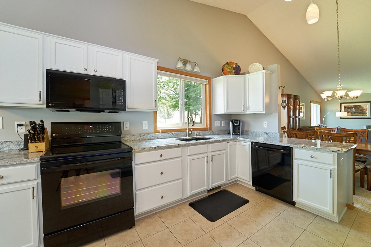 12597-thrush-street-nw-coon-rapids-mn-kitchen 2.jpg