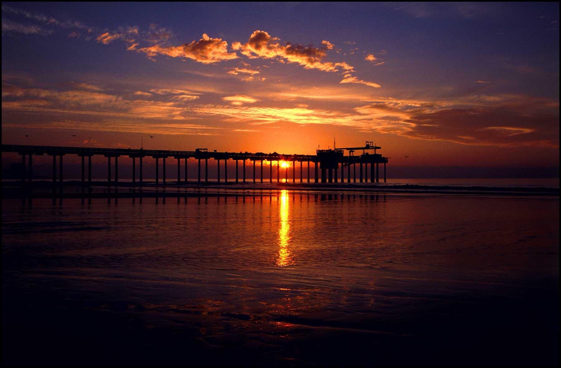 Scripps_Pier_Sunset.jpg