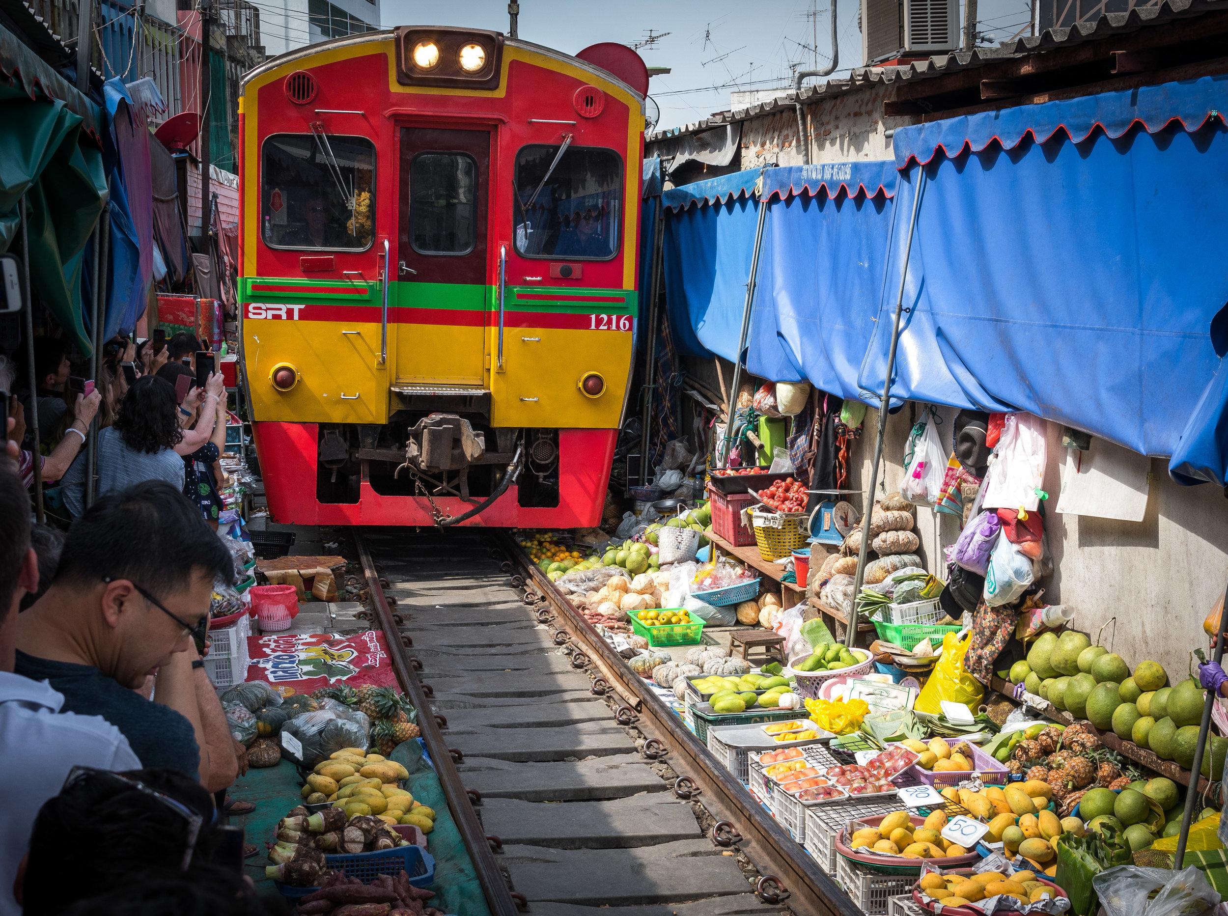 Mae Klong 11:10 train