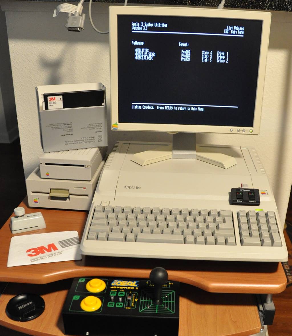 Apple //e Platinum with Retro Joystick