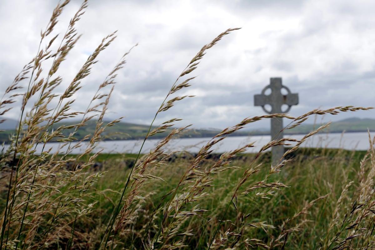 Mahar-Travel-Irish-Grave-1200x800.jpg