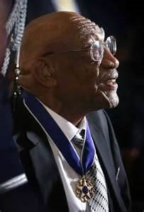 Charlie Sifford wearing his Presidential Medal of Freedom