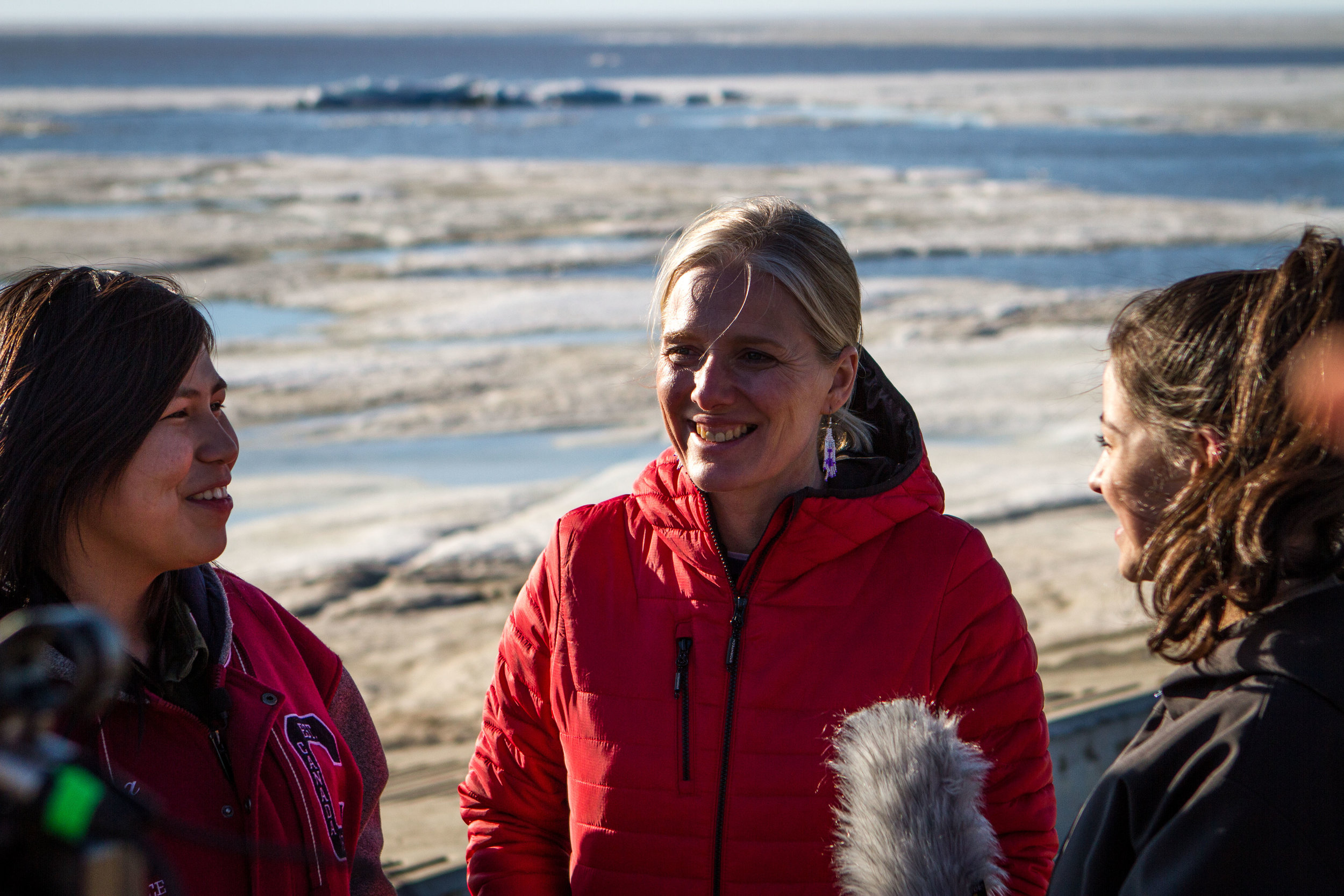 Carmen Kuptana and Eriel Lugt interviewing Minister Catherine McKenna during her visit in Tuk for the Inuit strategy launch on climate change. Photo: Maeva Gauthier.