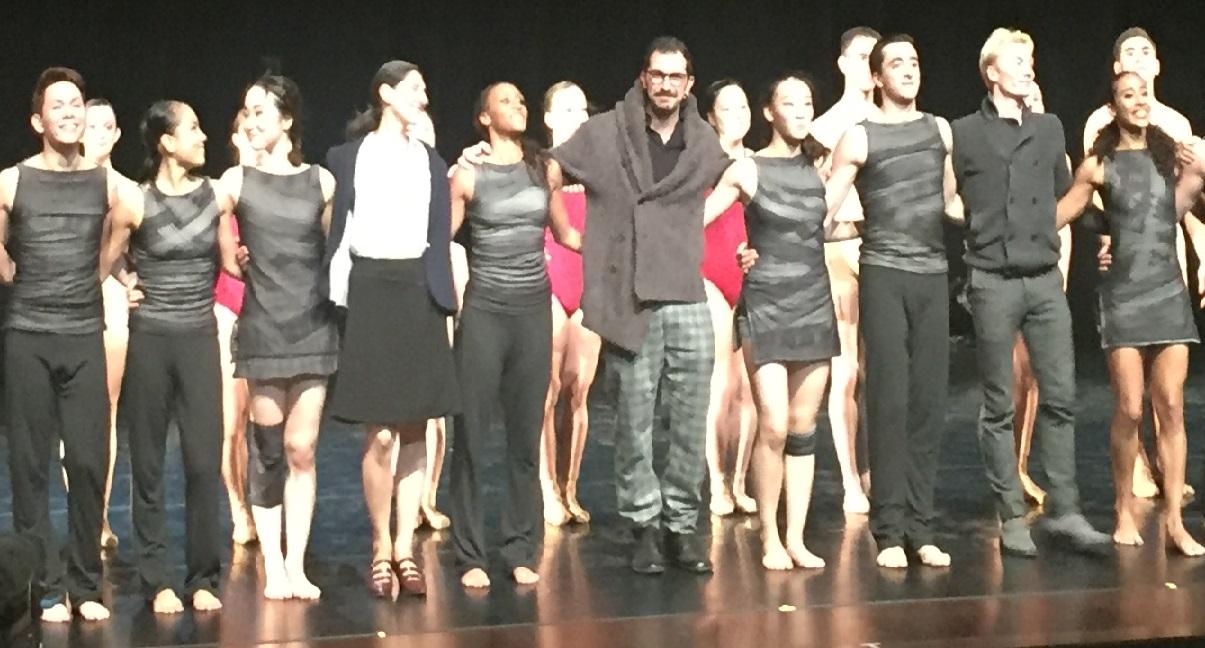 Salut final spectacle conservatoire de Nice avec Paola Cantalupo, Francesco Nappa et Julien Guérin entourés des danseurs
