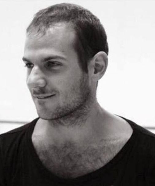 - AYMERIC AUDEAymeric Aude, né à Cannes, a étudié à l'Ecole Supérieure de Danse Rosella Hightower (France). Il a travaillé avec la compagnie pour jeunes danseurs Europa Danse puis intègre le G.U.I.D. du Ballet Preljocaj (Aix-en-Provence) avant de rejoindre en 2007 la compagnie Introdans aux Pays-Bas. Il a travaillé avec des chorégraphes tels que Jiri Kylian, Nacho Duato, Robert Battle, Cayetano Sotto, Mats Ek, … Il a aussi chorégraphié pour Introdans, Palermo in Danza et enseigne dans diverses écoles de danse. En 2016, il rejoint la formation Benesh au Conservatoire National Supérieur de Musique et de Danse de Paris.