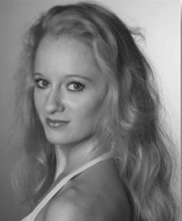 Nathalie Sawinow - Danse classiqueNathalie intègre l'école de danse de l'Opéra de Paris à l'âge de 11 ans et poursuit ses études auprès de Dominique Franchetti puis à l'école nationale de Marseille, alors dirigée par Roland Petit. A 17 ans, elle est engagée à l'Opéra de Dresden (Allemagne) puis à 20 ans à l'Opéra de Zurich (Suisse). Un an plus tard, elle intègre le Ballet du Capitole de Toulouse, où elle dansera pendant 13 ans. Elle a interprété les ballets de John Cranko, John Neumeier, Uwe Scholz, Twyla Tharp, Heinz Spoerli, Jiry Kylian, Hans Van Manen, Marius Petipa, Auguste Bournonville, Nils Christe, Georges Balanchine.... Elle enseigne depuis 2012 aux côtés de D. Franchetti au CRR de Boulogne-Billancourt (92) puis en région Toulousaine. En octobre 2017, elle obtient son certificat d'aptitude de professeur de danse (C.A) au Centre National de la Danse de Paris.Elle rejoint l'équipe du PNSD en 2019.