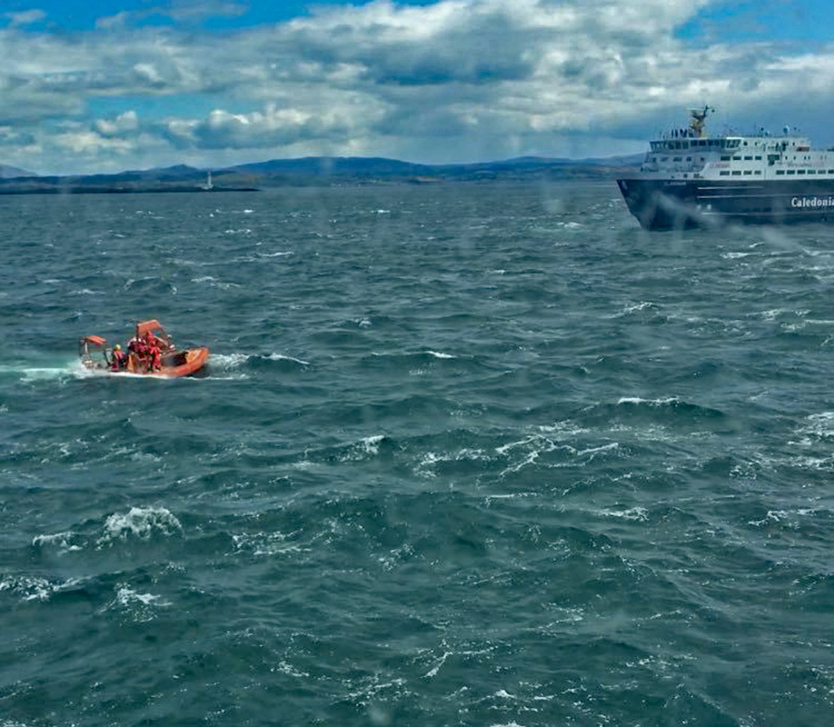 The Rescue Craft Searching For Me - Photo: Hanna Capella, BBC