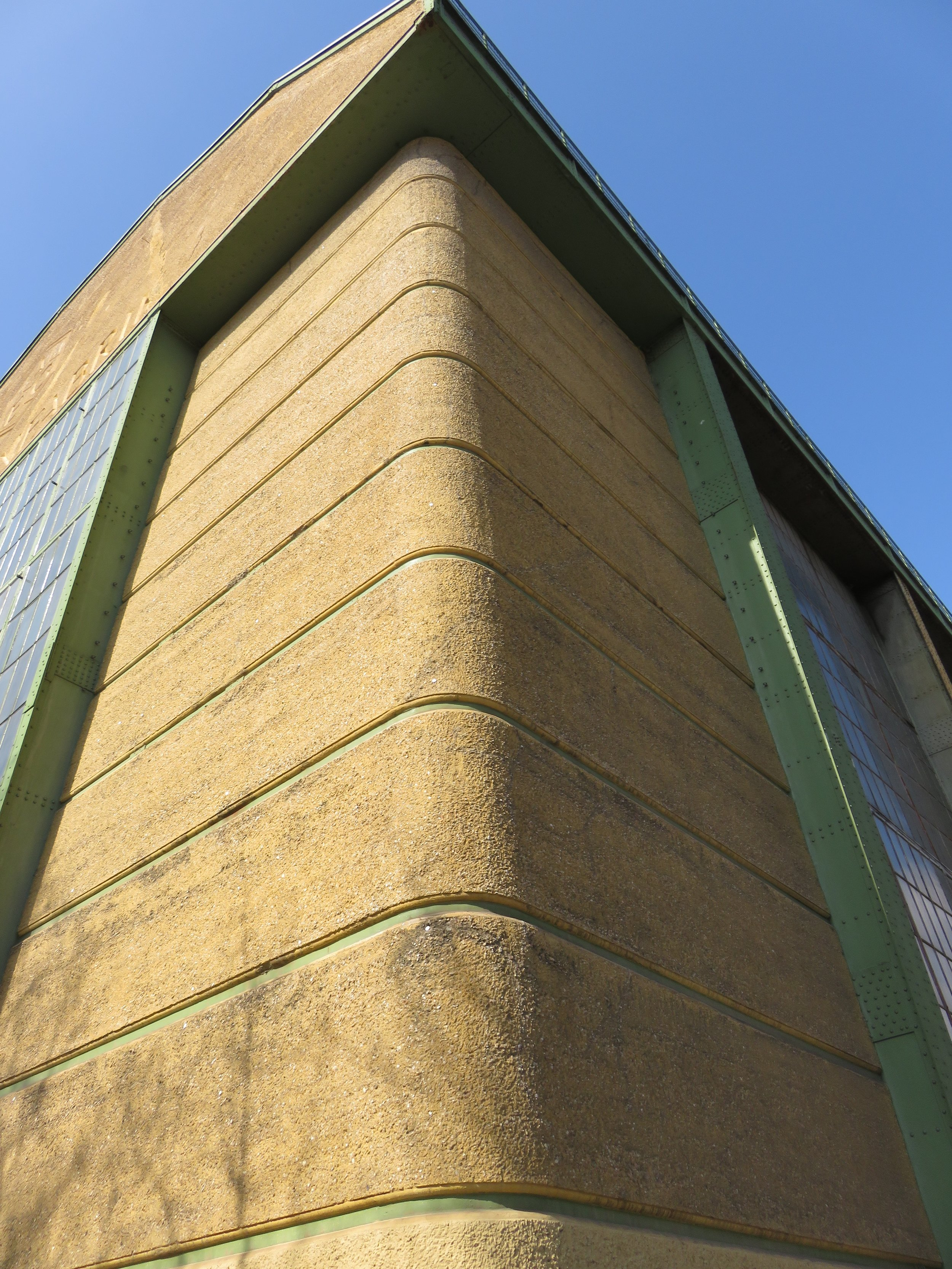 Concrete cornerstones at the Turbinenfabrik