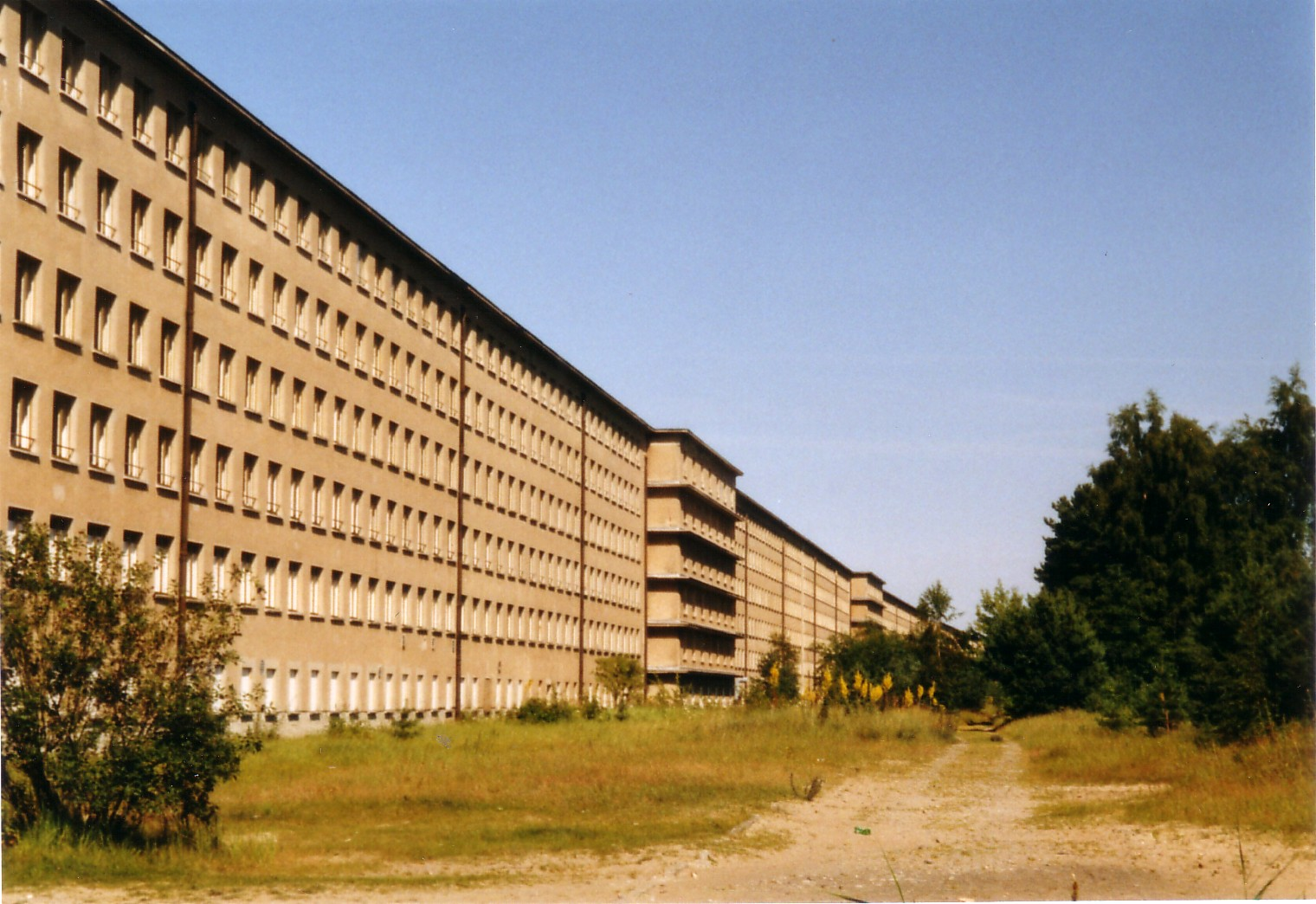 "The ""Colossus of Prora"", seaside view. Photo by Steffen Löwe [Public domain], via Wikimedia Commons"
