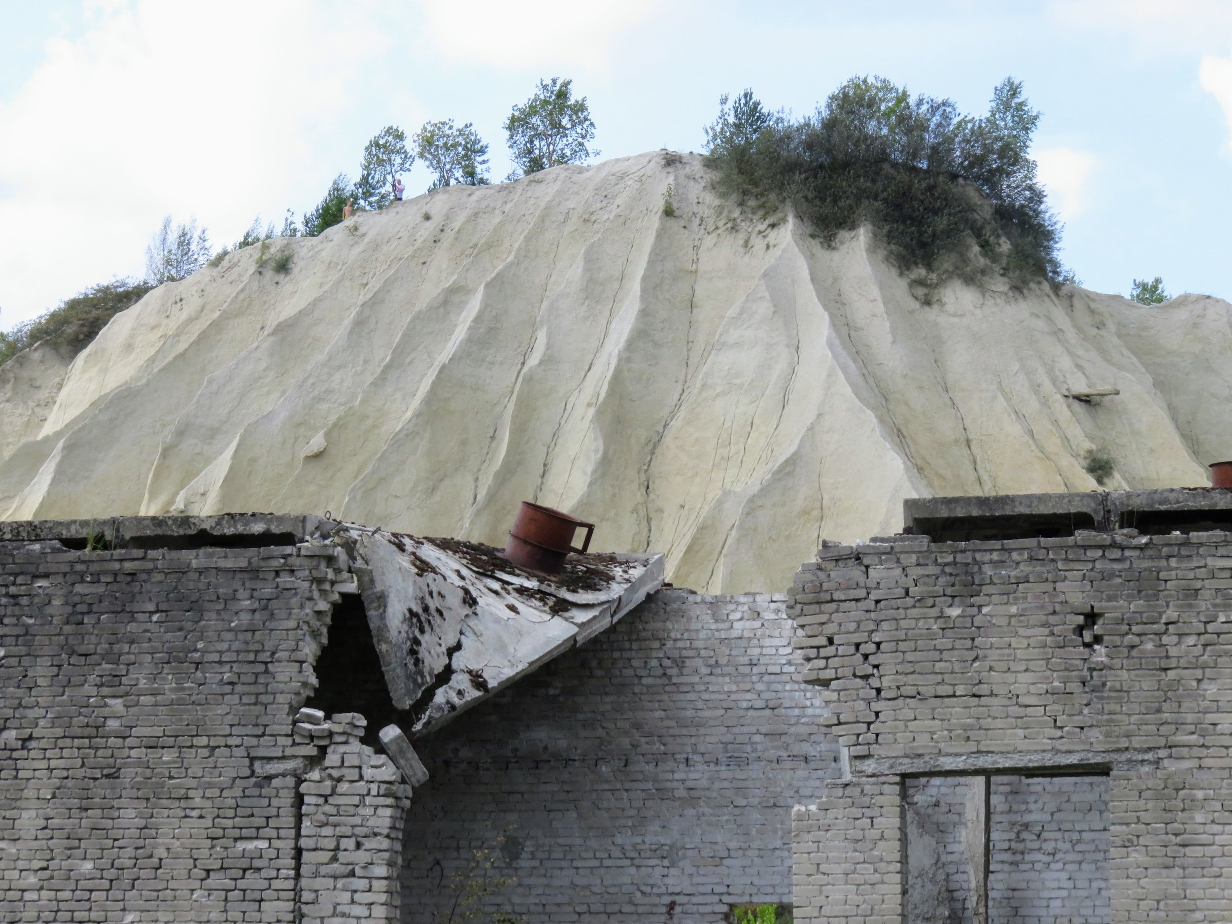 The spoil tip rising above a collapsing building.