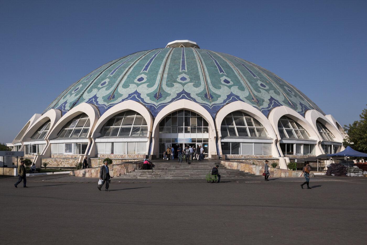 Chorsu Bazaar, by S. Adylov, Y. Miroshnichenko, V. Iskhakbayev (1980). Tashkent, Uzbekistan. Photo: Stefano Perego.
