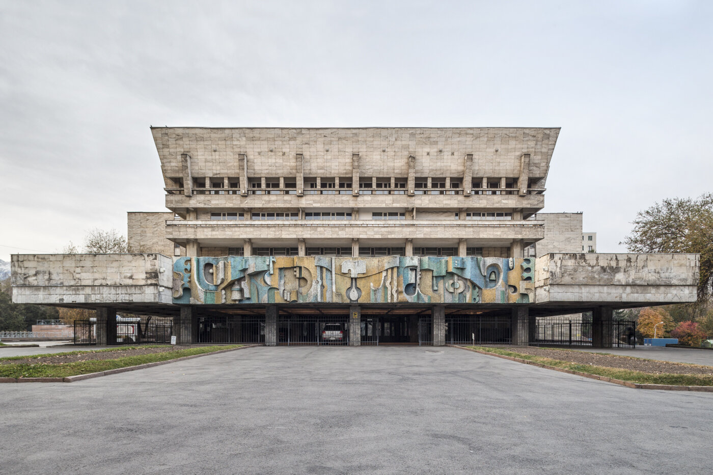 State Academic Russian Theatre for children and young people (former Palace of Culture AHBK), by A. Petrova, Z. Mustafina, G. Dzhakipova, G. Stulov, G. Nikitin and artists Y. Funkorenko, V. Tverdokhlebov (1981). Almaty, Kazakhstan. Photo: Roberto Conte.
