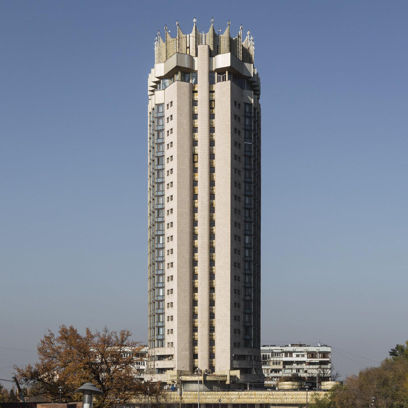 Hotel Kazakhstan, by Y. Ratushny, L. Ukhobotov, A. Anchugov and V. Kashtanov (1977). Almaty, Kazakhstan. Photo: Stefano Perego.
