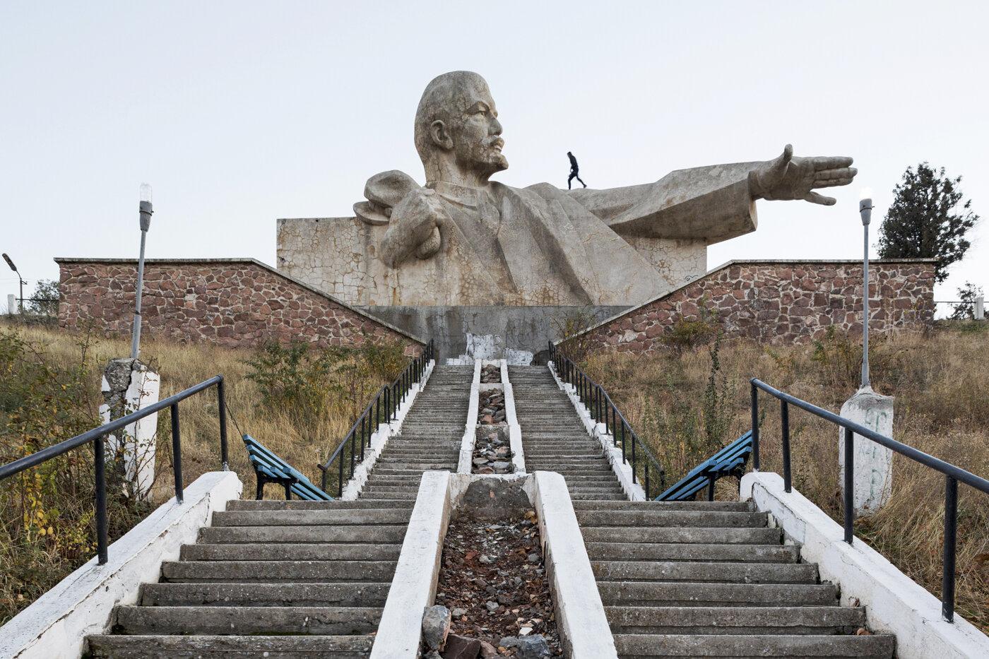 Lenin monument (1965). Istaravshan, Tajikistan. Photo: Stefano Perego.