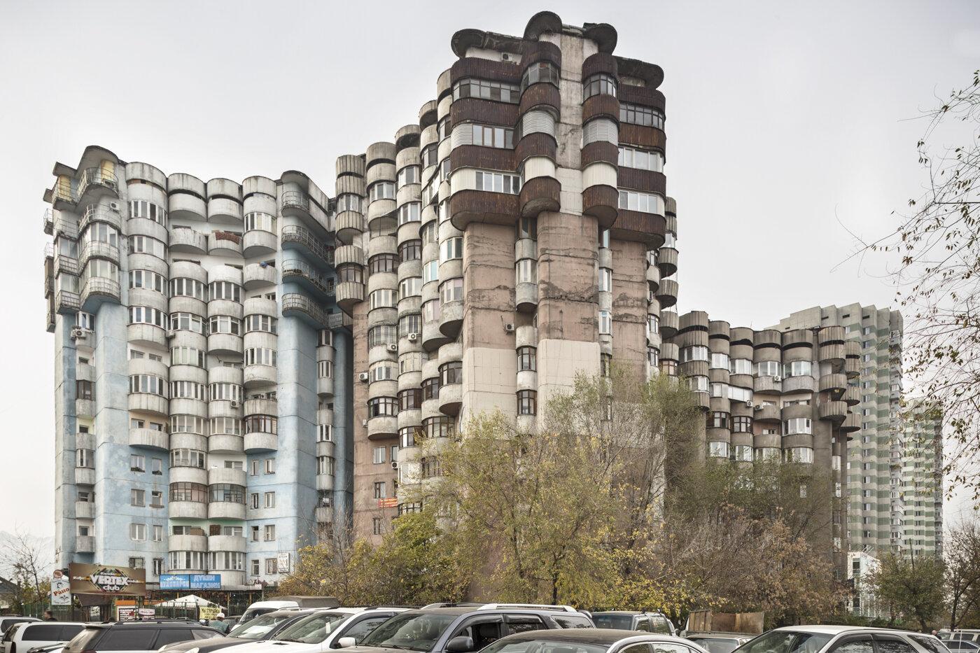 Aul housing complex, by B. Voronin, L. Andreyeva, Y. Ratushny, V. Lepeshov and V. Vi (1986). Almaty, Kazakhstan. Photo: Roberto Conte.