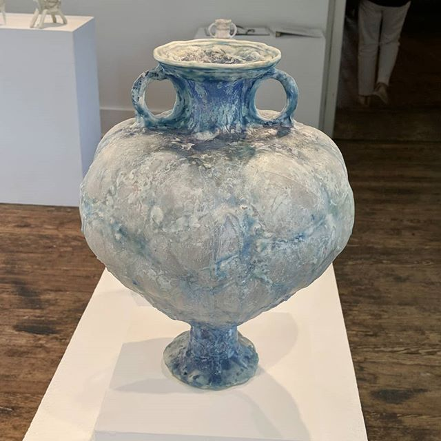 @sharimendelson at the Hunterdon Art Museum. 🙌 Beautiful vessels made from reclaimed plastic. If you're in or near the bonny town of Clinton, New Jersey, stop in and your eyes will be rewarded! #hunterdonartmuseum #amphorae #inspiredrecycling #classicalart #contemporarysculpture