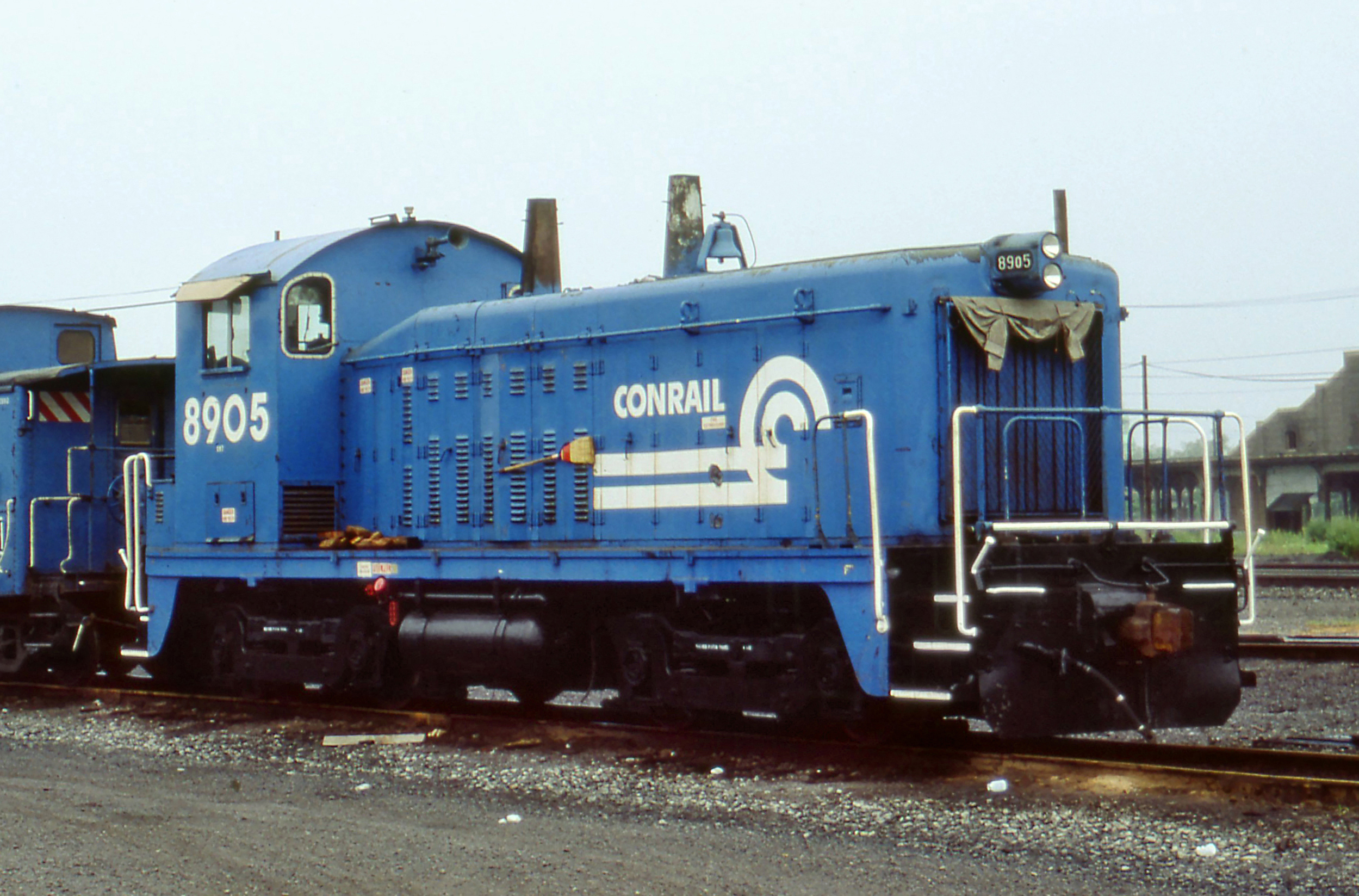 Fully repainted into Conrail colors, the #8905 is in Buffalo, NY on August 13, 1984.  (Lawrence Blanke photo, Melvin Photos collection)