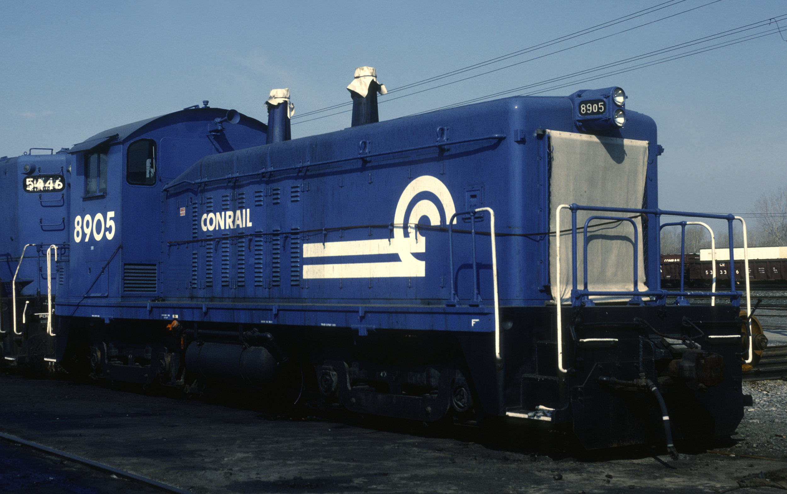 Wearing a slightly different Conrail paint scheme, #8905 is in Buffalo, NY on March 29, 1987.  (John C. Benson photo, J. B. Kerr collection)