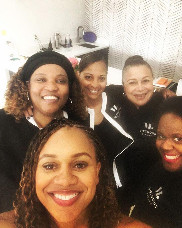 The best team in the WORLD!! 🌍  #virtuousliving #templemaintenance #wellness #wellwomen #healedandwhole #nourishedwomennourishwomen #teamwork