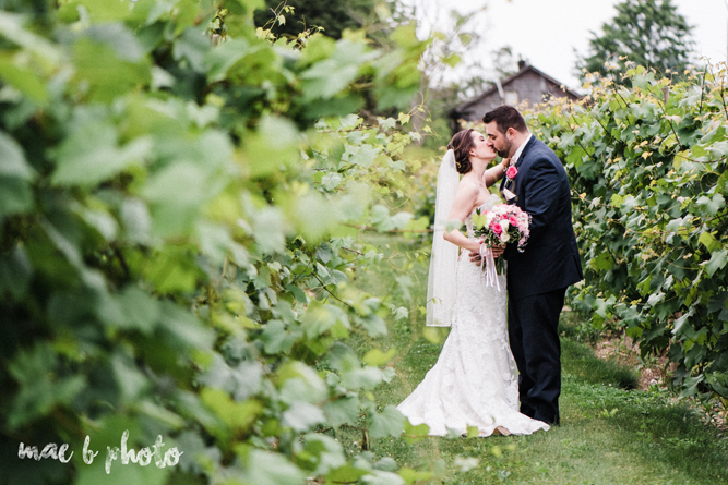 summer vineyard wedding at the vineyards on pine lake in columbiana ohio photographed by cleveland wedding photographer mae b photo