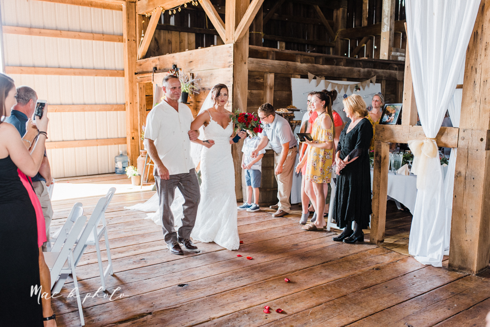 chelsea and jared's simple and elegant rustic barn wedding at my wish weddings in new springfield ohio photographed by youngstown wedding photographer mae b photo-211.jpg