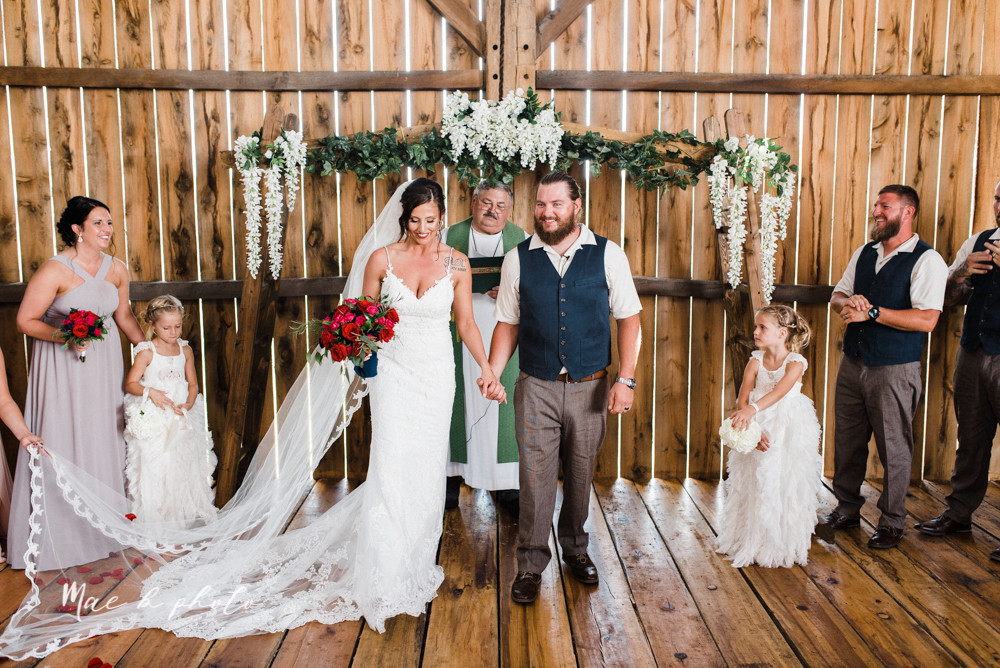 chelsea and jared's simple and elegant rustic barn wedding at my wish weddings in new springfield ohio photographed by youngstown wedding photographer mae b photo-54.jpg