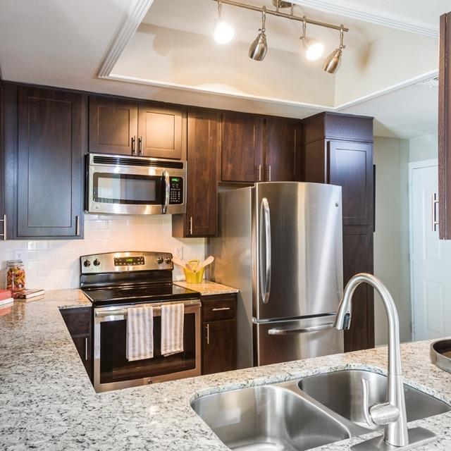 1/1 Townhouse + Garage $1599 -Reduced deposit   Austin, Texas 78731   1009 square fett