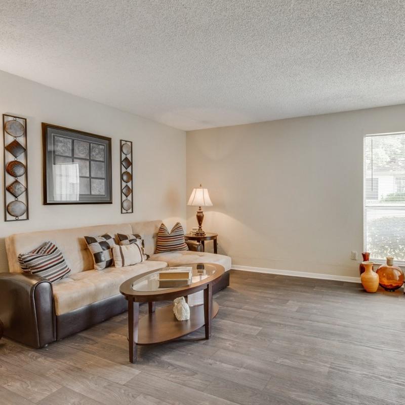 2/2 -$1180 - Reduced App Fee   Austin, Texas 78731  937 square feet
