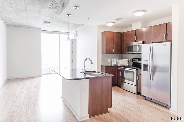 DOWNTOWN RAINY STREET!! Studios starting at $1680, 1/1s, 2/2s and 3/3s available! 😎🤑 … Perkssss Rooftop Lounge w/ downtown views, flex studio, floor to ceiling windows, tall ceilings, viewsssss for days, walk-in showers, open floor plans, walking distance to bars and great food!! 🍔🤑🏙🕺👀🍺 … DM or call/text 512-649-7873 for more info! 📲 . . . .  #austintexas #austinapartments #freefreefree  #local #keepaustinweird  #locatingagency #austinblogger #Austineats #localaustin #downtownaustin #purelove #austineats #do512  #austinapartments #apartmenttherapy #downtownaustin #rooftoppools #unumfam #atx #movingtoaustin #luxuryliving #tinyhomes #apartmenthunting #deals #openfloorplans #coffeelover #rainystreet