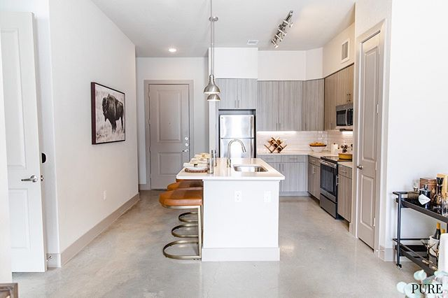 EAST AUSTIN! 1/1s Prorated rent starting at $1553, 2/2s starting at $1017 per roomie at 1250 sqft!! 👏 🤑🚨PLUS ONE MONTH FREE🚨🤑 … Perkssss Alexia & Apple home integrations, 10 ft ceilings, patio or balconies, amazing work from home spaces, Cuvée coffee, Lauderette, Grizzeldas, Emo's, Lady Bird Lake and SO much more near by!! 😎🌱🍕☕️🌮😊 … DM or call/text 512-649-7873 for more info! 📲 . . . .  #austintexas #austinapartments #freefreefree  #local #keepaustinweird  #locatingagency #austinblogger #Austineats #localaustin #downtownaustin #purelove #austineats #do512  #austinapartments #apartmenttherapy #downtownaustin #rooftoppools #unumfam #atx #movingtoaustin #luxuryliving #ladybirdlake #apartmenthunting #78702 #springdalestation #eastaustin #cesarchavez