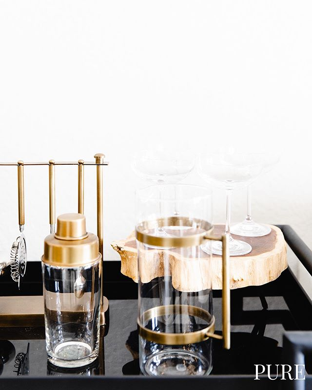 Golden bar carts are today's vibe! 👏😎 P.S. need help finding a place for free?! DM or call/text 512-649-7873 for help! 📲 . . . .  #austintexas #austinapartments #freefreefree  #local #keepaustinweird  #locatingagency #austinblogger #Austineats #localaustin #downtownaustin #purelove #austineats #do512  #austinapartments #apartmenttherapy #downtownaustin #rooftoppools #78704 #atx #movingtoaustin #luxuryliving #thedomain #apartmenthunting #deals #openfloorplans #ladybirdlake #eastaustin