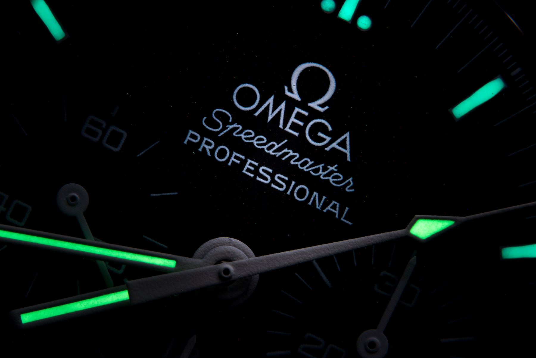 omega-speedmater-moonwatch-close-up-night-dial-thomas-drouault-portfolio.jpg