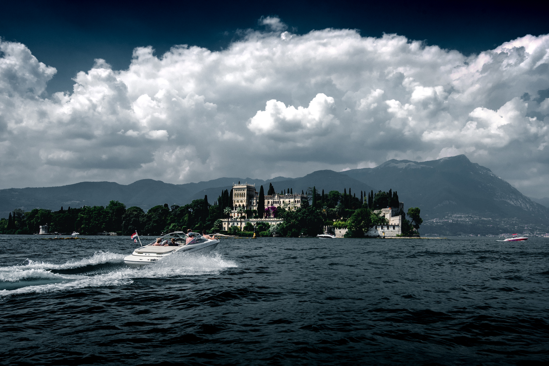 castle-on-garda-lake-italy-thomas-drouault-portfolio.jpg