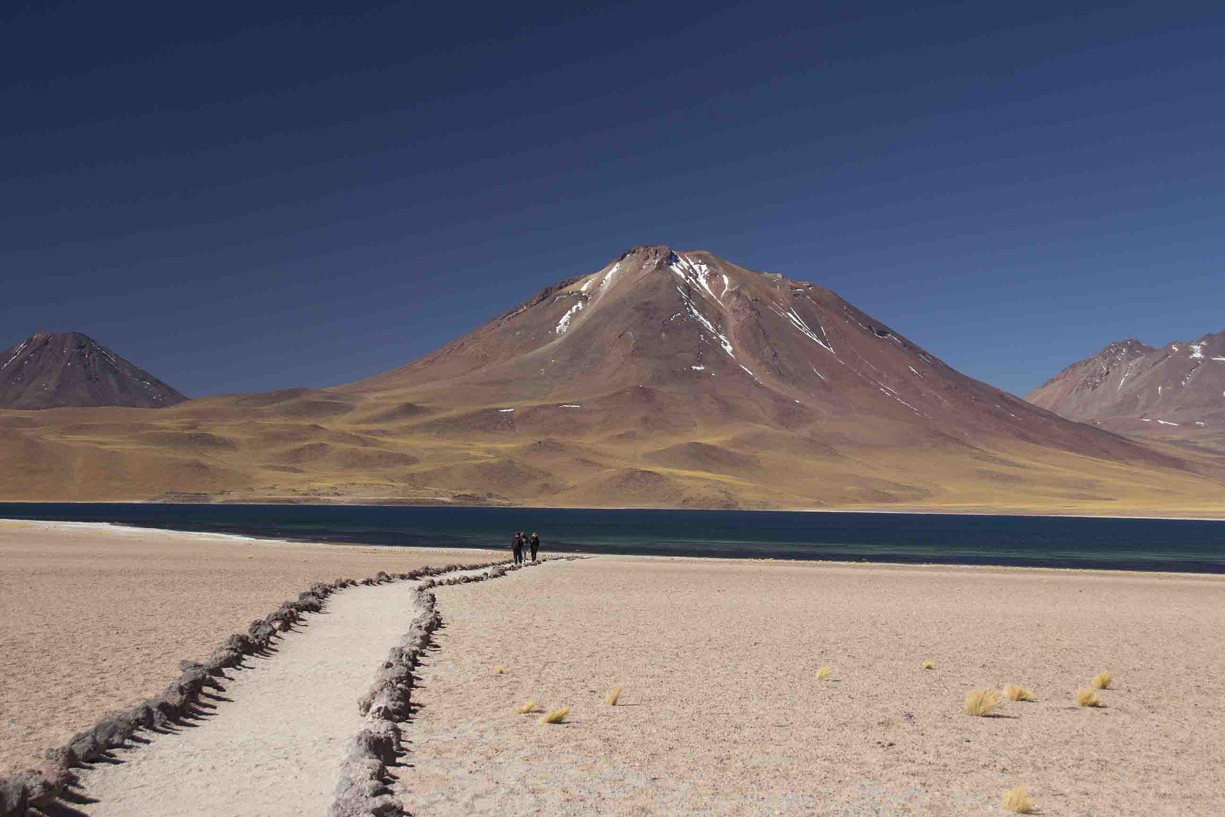 y más volcanes