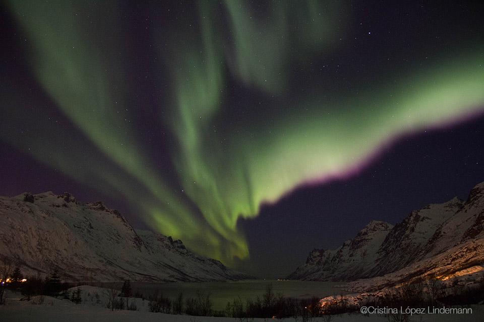 La mayoría de las fotos las saqué con una exposición entre 6 y 10 segundos, f/4,0, ISO 1600. Un fotógrafo noruego nos dijo que la exposición a utilizar depende de la intensidad de la aurora ese día, así es que hay que ir probando.