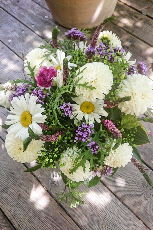 Blumen_DonaFlor_Natuerliche_Floristik_Dahlien_weiß-1.jpg