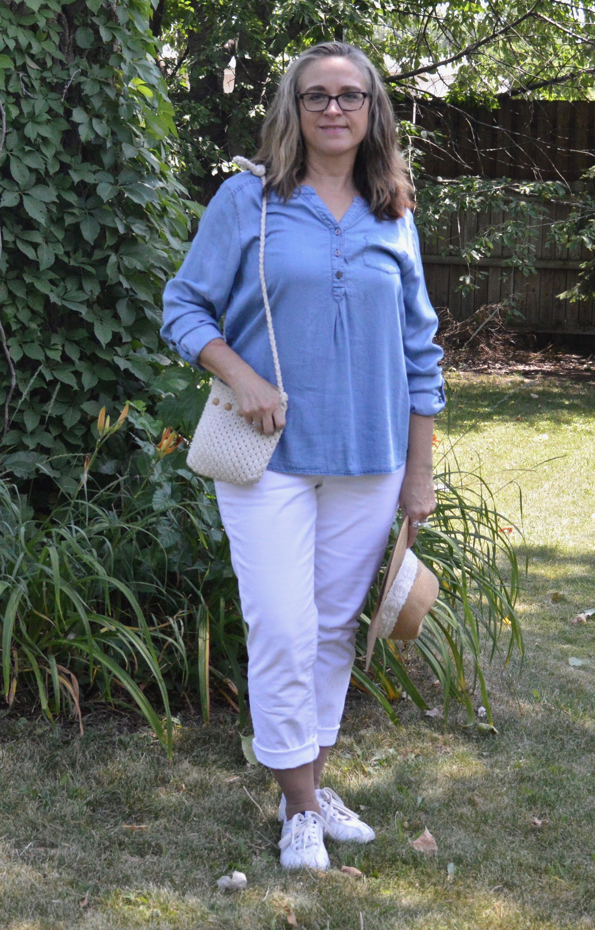 Outfit inspiration - chambray top and white pants