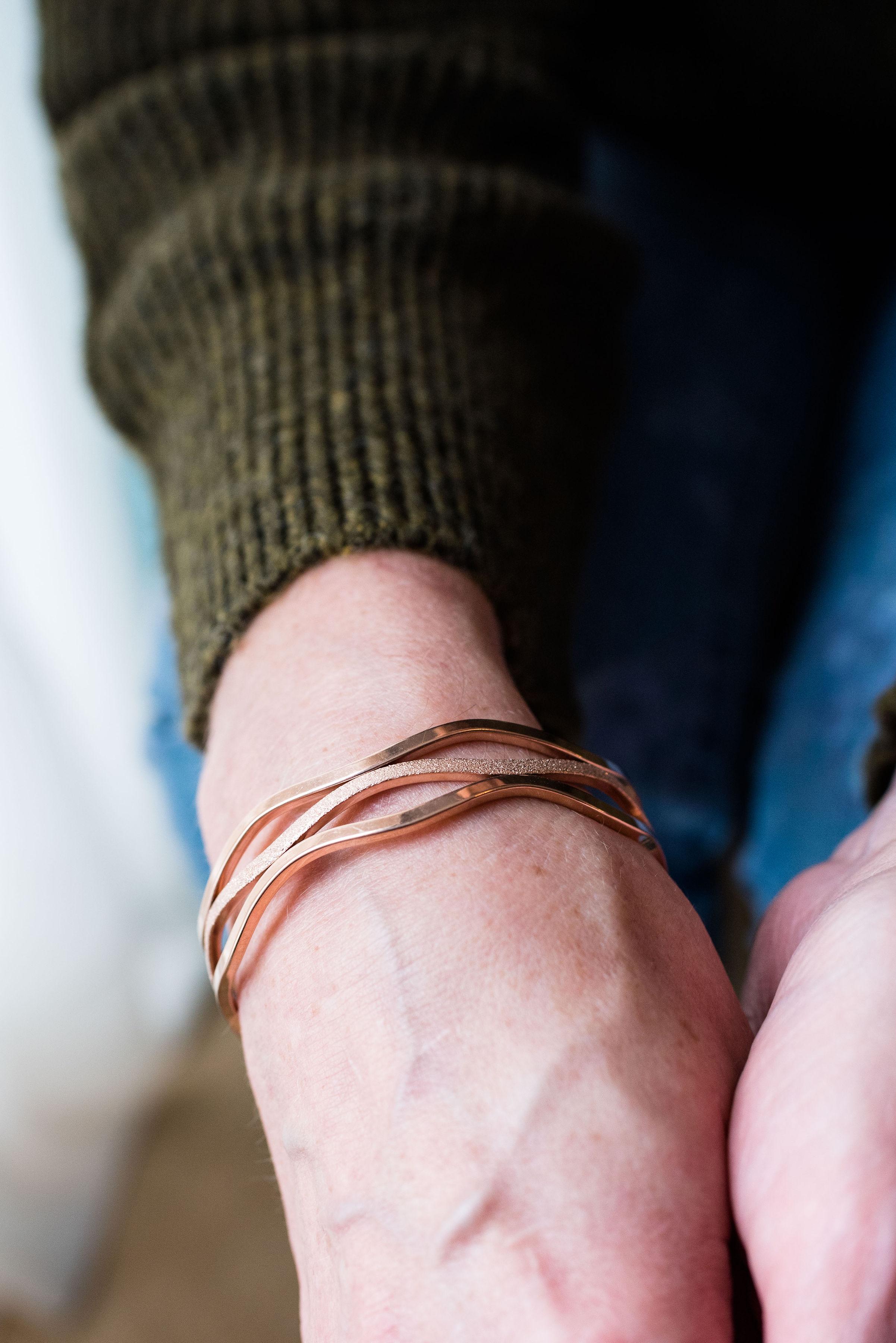Happiness Boutique - wavy rose gold bracelet