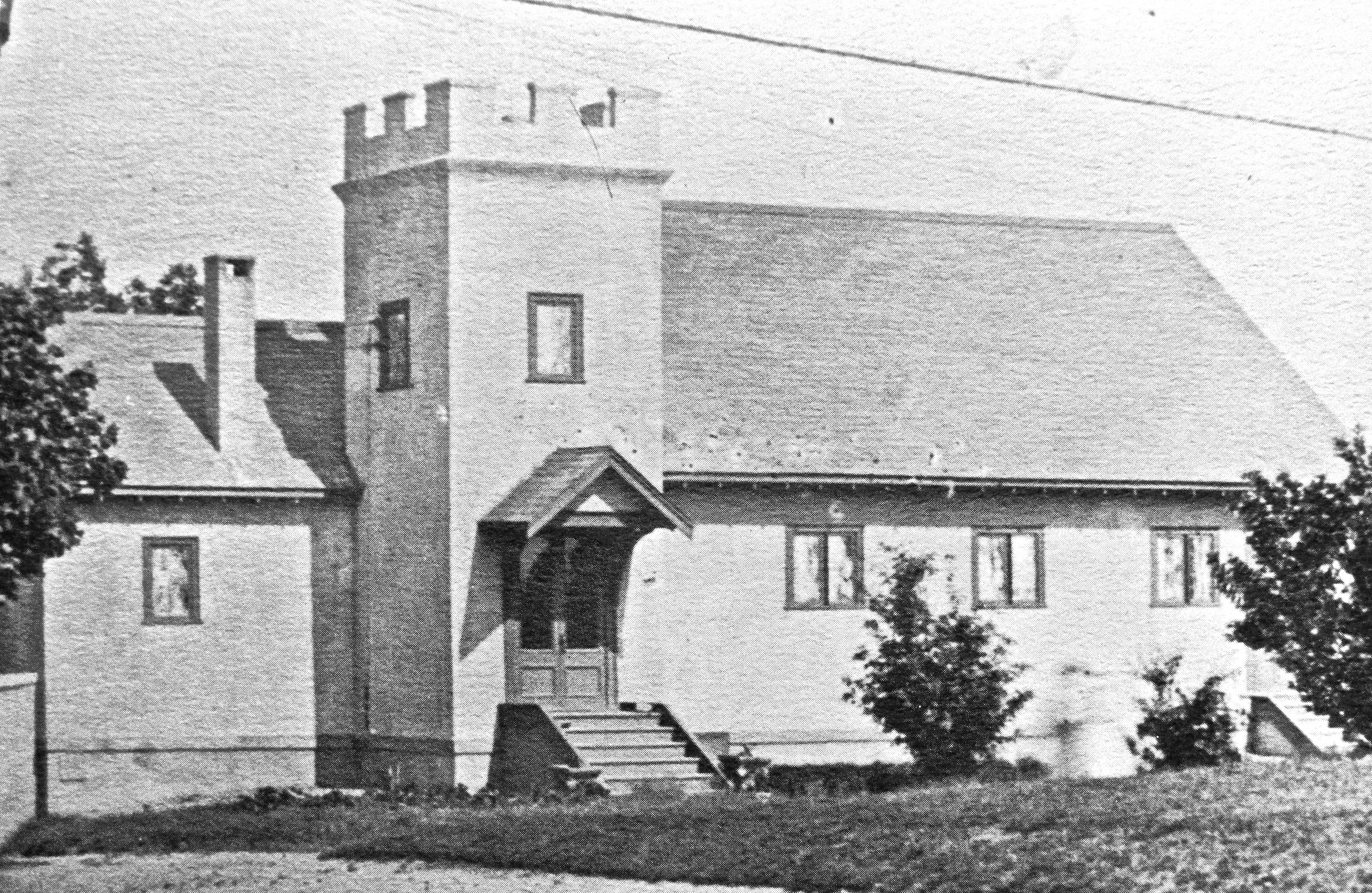 - Shown here is the original building of the First Church of Squantum built and dedicated in 1914. The pastor's study is to the left of the main door, and the sanctuary to the right. Note: the tower is to the left of the sanctuary.