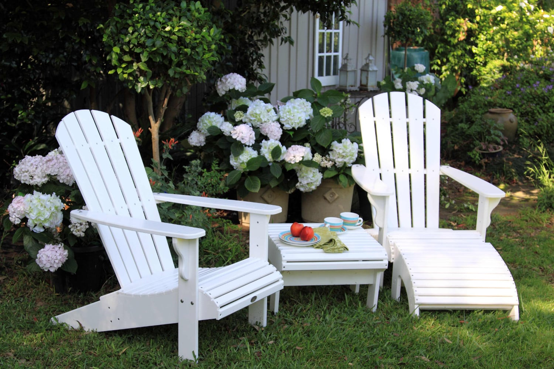 sdb_2-chairs_1-stool_1-table.jpg