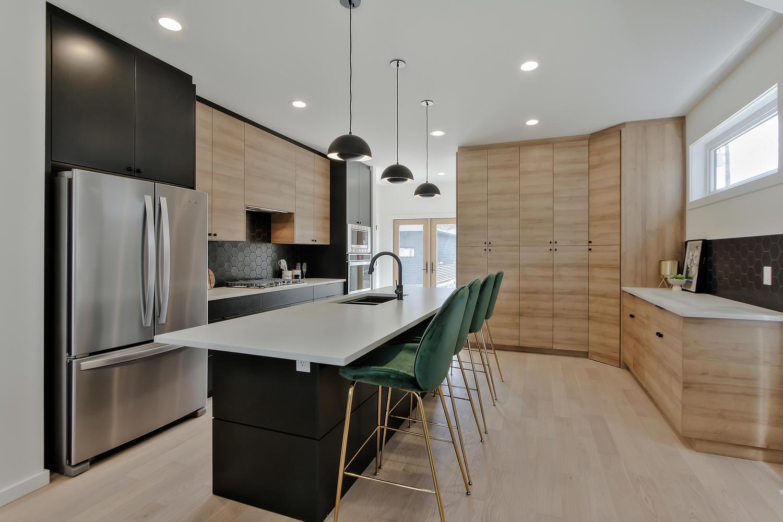 9625 80 Ave NW Edmonton AB T6C-large-017-31-Kitchen-1500x1000-72dpi.jpg